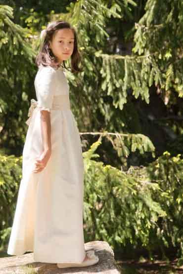 Sofía con su vestido de Comunión hecho a la medida. www.leonorysofia.com