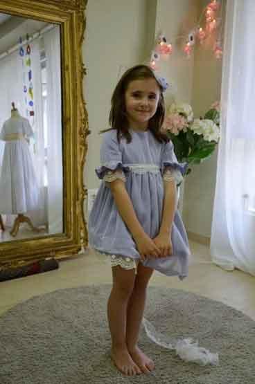 Irene en la prueba de su vestido www.leonorysofia.com