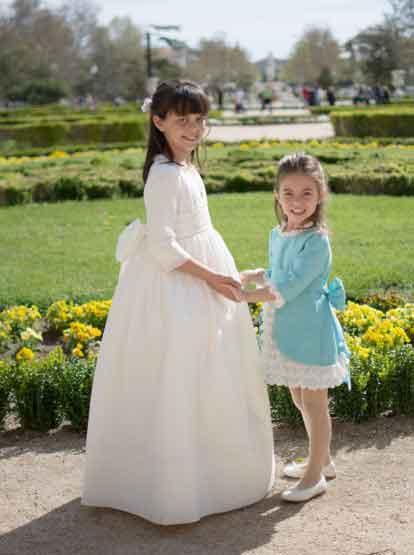 Carla e Inés vestidas por Leonor & Sofía www.leonorysofia.com