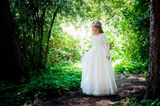 Un Vestido de Comunión elegante y sencillo para Marta 1